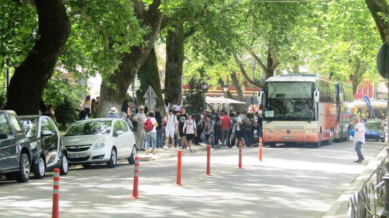 Μισά τέλη κυκλοφορίας στα τουριστικά λεωφορεία για το 2021