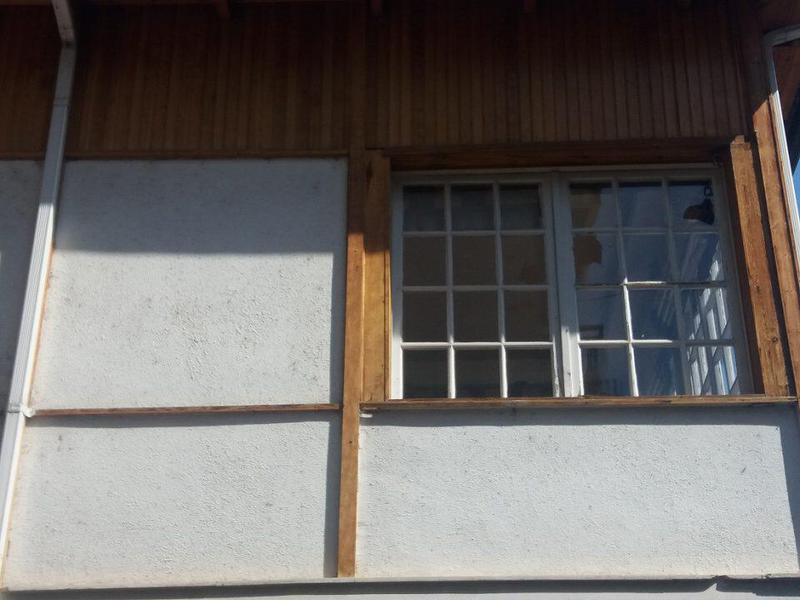 Γιάννενα: Επίθεση με πέτρες στο Επιμελητήριο Ιωαννίνων