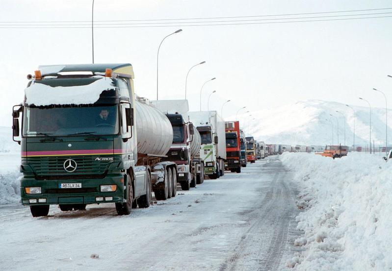Αίρονται οι απαγορεύσεις κυκλοφορίας των βαρέων οχημάτων