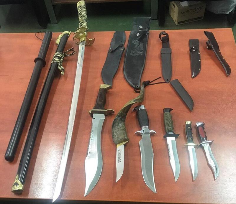 Η διερεύνηση κλοπής αποκάλυψε σπαθί και μαχαίρια