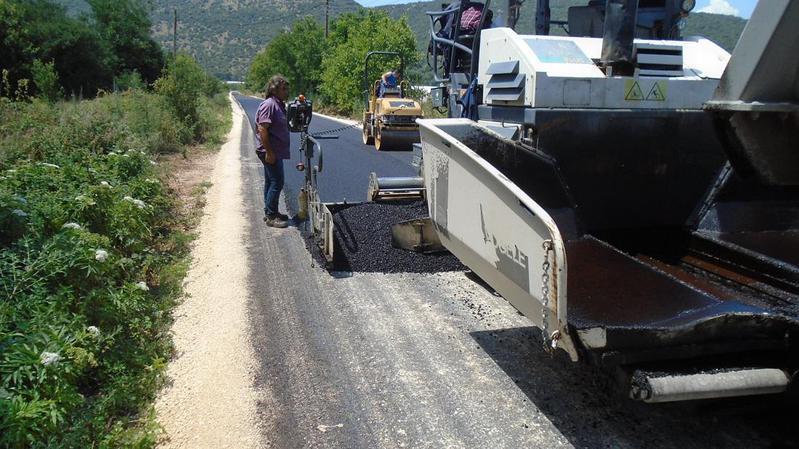 Ολοκληρώνονται οι ασφαλτοστρώσεις σε αγροτικούς δρόμους του δήμου Ζίτσας