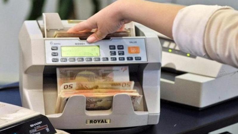 Σε είδος υπό εξαφάνιση μετατρέπονται οι τράπεζες