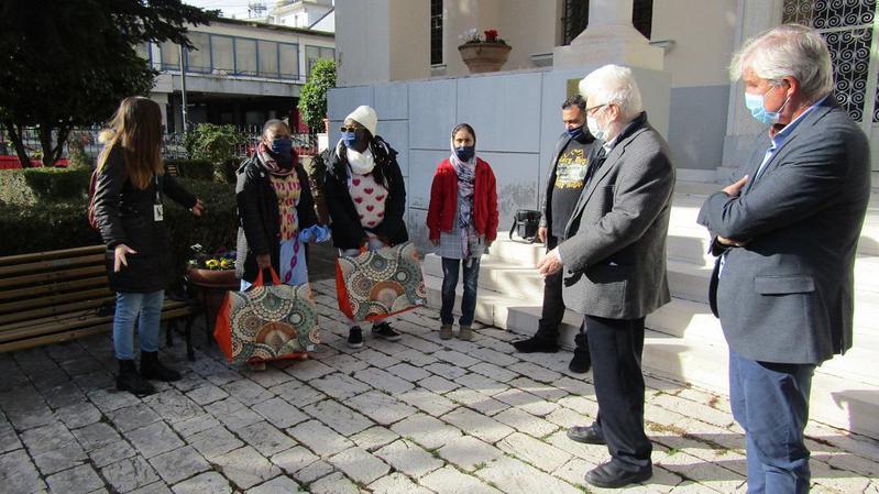 Ανταπόδοση της φιλοξενίας με μάσκες για το Κοινωνικό Παντοπωλείο
