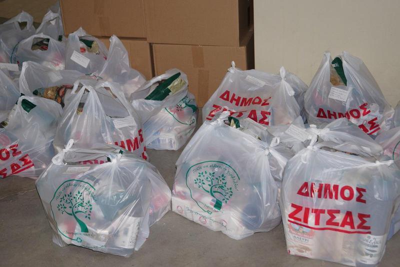 Δήμος Ζίτσας- Διανομή των εορταστικών πακέτων διατροφής σε 359 οικογένειες