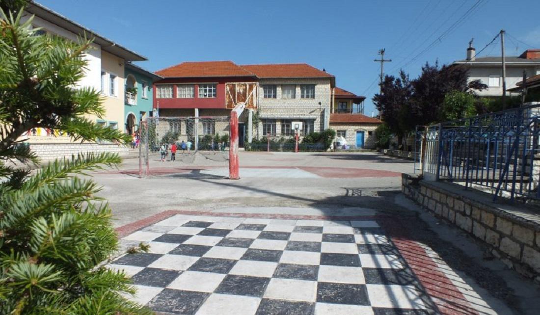 Στη Βουλή οι συγχωνεύσεις τμημάτων στα σχολεία της Ηπείρου